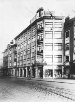 Dům I. Schmelze je vlevo - fotografie z r. 1928